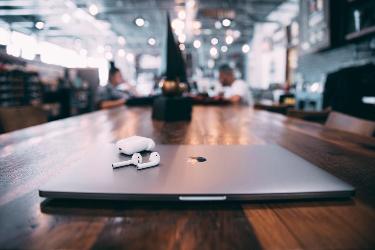 Минус работы в СММ – полная зависимость от бизнеса. При сокращении сотрудников, СММ-щики – первые претенденты на увольнение.