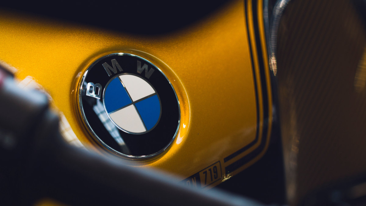 """BMW - аббревиатура завода """"Bayerische Motoren Werke""""."""